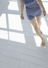 女性轻松淋浴0150,女性轻松淋浴,生活,赤脚走 木地板