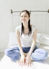 女性轻松淋浴0182,女性轻松淋浴,生活,坐床上 白色家纺