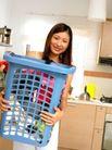 居家日常0033,居家日常,生活,手捧衣篓 洗衣 做家务