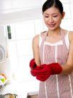 居家日常0072,居家日常,生活,手戴 红色 皮手套