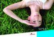 运动0075,运动,版式设计,嫩绿草地 白吊带背心 倒立镜头
