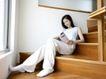 女性居家休闲0055,女性居家休闲,生活方式,木地板 看书 楼梯