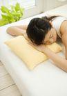 女性健康生活0150,女性健康生活,生活方式,黄色枕头
