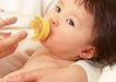婴幼儿特写0178,婴幼儿特写,儿童,喝水 奶瓶 观望
