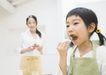 家中饮食0180,家中饮食,水果食品,菠萝 叉子 母女