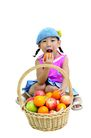 儿童广告去背0050,儿童广告去背,儿童,一个果篮 咬水果
