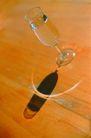 生活百科0039,生活百科,生活百科,杯影 木桌 颜色