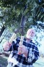 花园生活0019,花园生活,生活百科,格子衣 大剪刀修剪