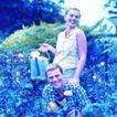 花园生活0021,花园生活,生活百科,在花园里 浇水 手提花洒