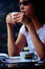 茶与咖啡0099,茶与咖啡,生活百科,戴着墨镜 书本 休闲时我
