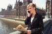 欧亚商业0032,欧亚商业,商业,打电话 报纸 在户外