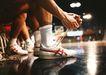 比赛运动0182,比赛运动,旅游风光,系鞋带 运动鞋