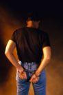 暴力犯罪0017,暴力犯罪,人物,被抓 手背在后面 手铐铐住