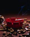 犯罪纪实0020,犯罪纪实,人物,烟灰缸 烟蒂 未熄灭的香烟